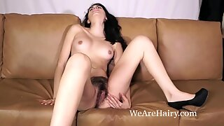 Ornella jerks and orgasms on her bed