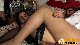 Threesome cum on glasses