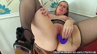 brit milf Sammie stretches her pantyhosed gams