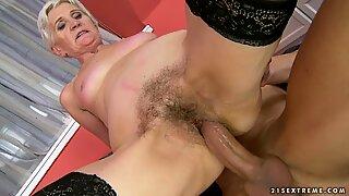 Luscious granny wraps her lips around a huge prick